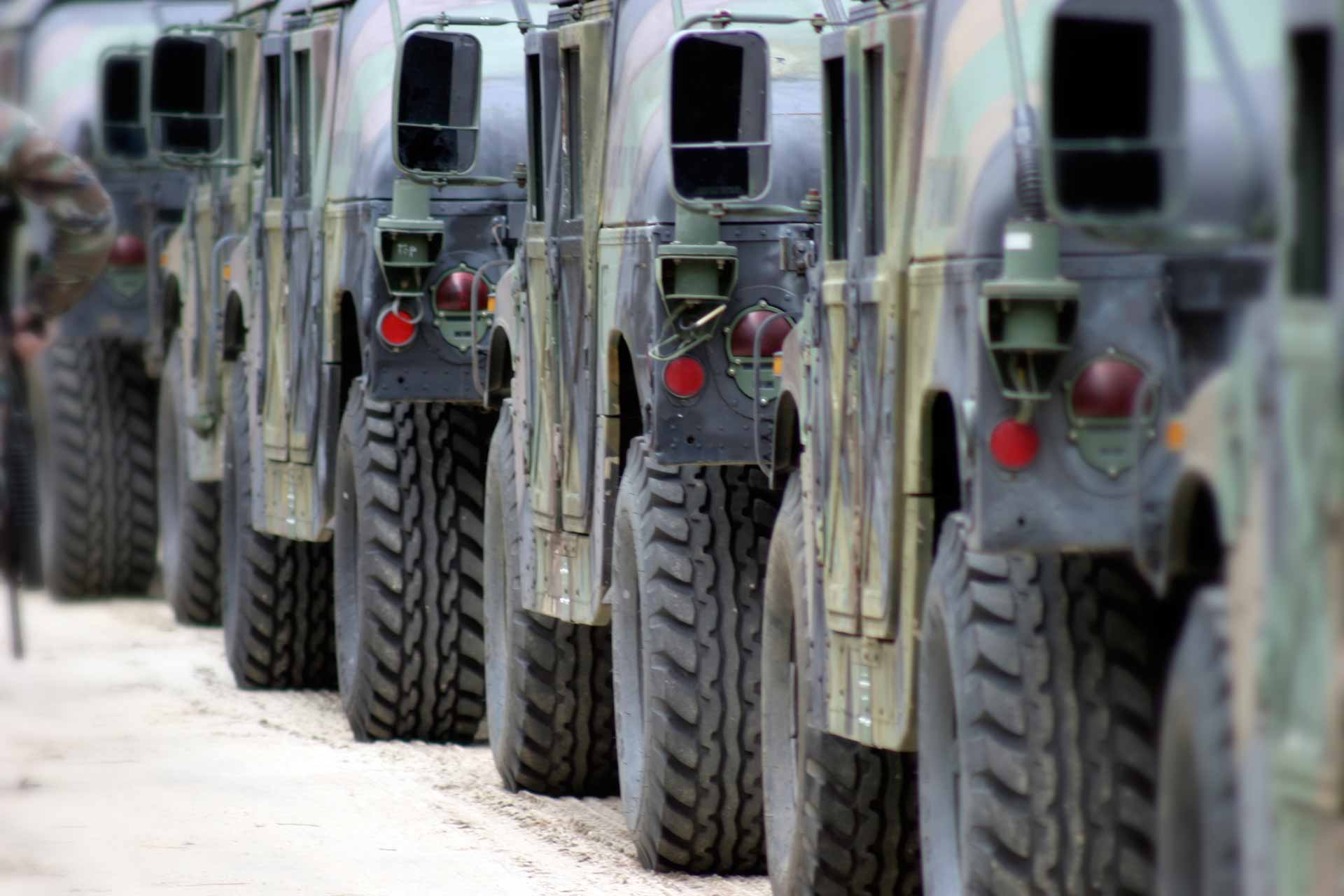miltary_humvees_lined_up